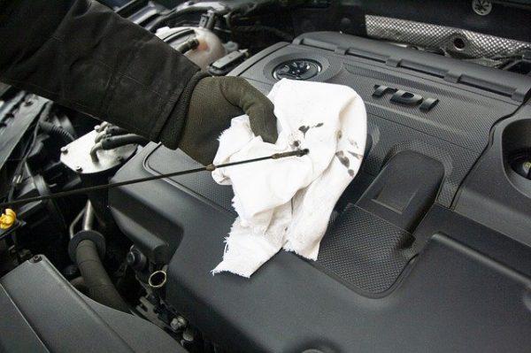 Zelf de olie van jouw auto checken en vervangen